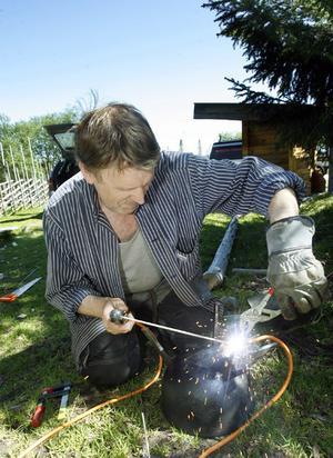 Danne Lööf drog igång storsvetsen för att få bukt på ett gammalt kokkärl som skulle justeras.