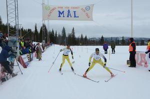 Herrklassen slutade med spurtduell mellan Johan Kjölstad och John Kristian Dahl, som den senare vann med ett nödrop. Det var Dahls andra seger i Flyktingloppet.