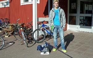 Hockeygrejer och skolböcker. Livet är hockey och skola för Edvin Beccau - yngst av alla på hockeyprofilen i Furudal. Foto: Per Malmberg/DT