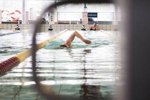 Det är många vuxna i länet som inte kan simma 200 meter