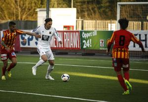 Luka Peric spelade 13 matcher med ÖFK i superettan. Här borta mot Syrianska.