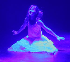 Sista numret ut var Earth song som inleddes stämningsfullt med endast en dansare på scenen.