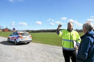 Bekymmer. Philip Lindberg, trafikingenjör på Trafikverket, mötte upp Bengt Mejerwall, ordförande i Fornaboda Hafsta vägsamfällighet, för att diskutera parkeringar.