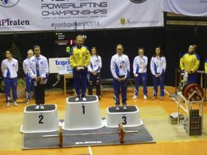 Smill Hedström högst upp på pallen under Nordiska mästerskapet.