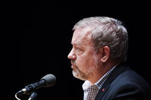 Christer Siwertsson (M) menar att Regionrådet Robert Uitto (S) (bilden) inte finns.