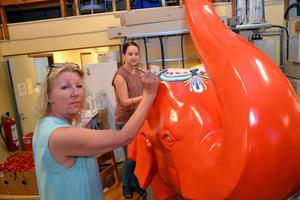 Gunilla Lindberg och Jenny Lindberg, tredje och fjärde generationen i ägarfamiljen, gjorde jobbet tillsammans.