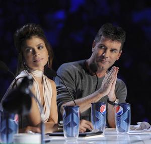 """I amerikanska """"X Factor"""" är tidigare jurymedlemmarna från """"Idol"""", Simon Cowell och Paula Abdul med och bedömer deltagarna."""