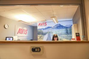 Sandra Kopka hoppar in ibland och jobbar extra på Avis på Åre Östersund Airport.