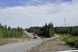 Till höger går den gamla vägsträckningen som fortfarande används. I oktober är det beräknat att den nya sträckningen kommer att tas i bruk.