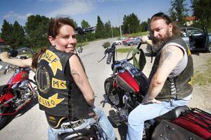 Åsa Dahlberg och Micke Andersson från Gandalf mc i Delsbo åkte i spetsen och ledde följet.