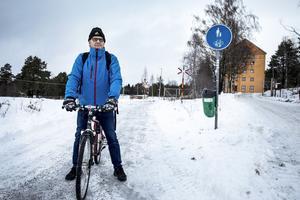 Kent Bergh är nöjd med befintlig cykelväg och tror inte att boende i centrala Lugnvik kommer att använda den nya expresscykelväg som anläggs invid Trondheimsvägen.