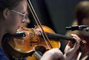 Det är en tradition sedan flera år tillbaka att eleverna vid Bollnäs Folkhögskola arrangerar en egen melodifestival.