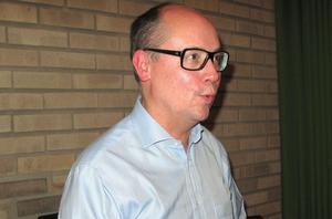 Sten Bernhardsson, tidigare kulturchef för Fagersta kommun, berättade engagerat om arkitekten som ritade Fagerstas centrum.