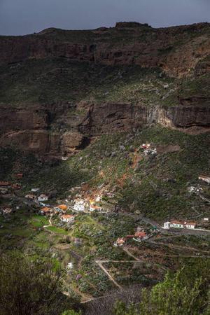 I de små byarna i bergen bor många ännu i grottor. Foto: Johan Öberg
