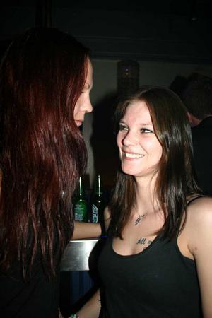 Blue Moon Bar. Jenny och Jenny