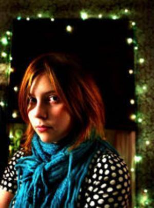 12-åriga Björk Mirjamsdotter har kallats brådmogen och underbarn. Hon bloggar sedan ett år tillbaka, och nyligen gav hon ut den lilla boken