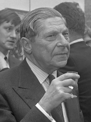 Den berömde ungersk-judiske författaren Arthur Koestler 1969, ett par år efter att han gett ut sitt psykologifilosofiska verk
