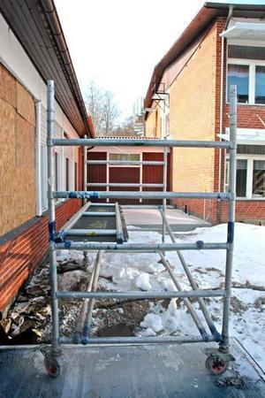 BYGGAS IHOP. De två huskropparna ska byggas ihop och ge plats för ytterligare en lektionssal.