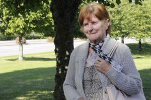 Tuula Vertanen, 74 år, är en av de som utsatts för en finskspråkig bedragare. Hon blev av med 4 000 kronor och nu vill hon varna andra.