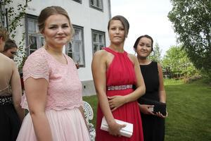 Julia Eriksson, Linnea Johansson och Evelina Svärd var nöjda över att inte ha snubblat i trappen.