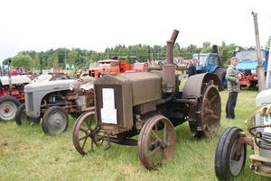 Järnhjul. Äldsta farkosten var en Munktell från 1937, med järnhjul.