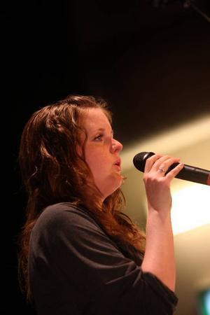"""Frida Jakobsson sjöng låten """"All by my self"""".Foto: Håkan Degselius"""