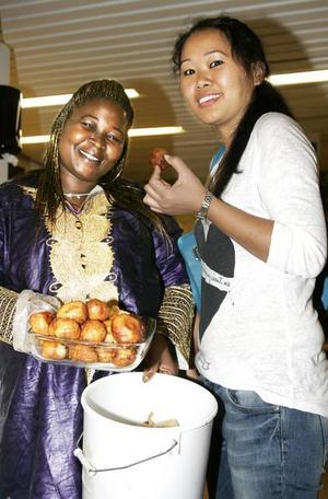 De bjöd varandra på mat från sina ursprungsländer, bland andra Brunfloborna Aya Ekra och Tenzin Choedon som kommer från Elfenbenskusten respektive Indien.