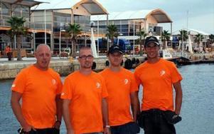 Magnus Johansson, Fredrik Back, Magnus Bergqvist och Mats Stenman utanför huvudbyggnaden för Volvo Ocean Race i Alicante.