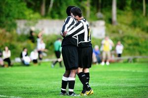 Marilo Fernandes Loureiro och George Bcheri kramar om varandra efter Loureiros sena mål, som betydde 4–2 för Ljusne.