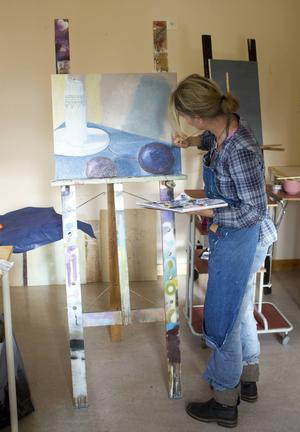 Just nu år förstaårseleverna på Åredalens konstskola inne i ett utbildningsmoment med stafflimåleri.