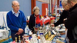 Eric Löfgren och Eva Larsson sålde antikviteter till intresserade köpare.