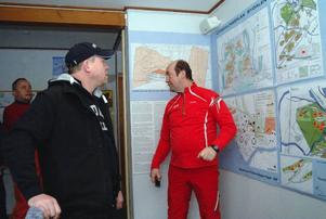 Intresset för Bydalsfjällen växer. Håkan Birkl, en av delägarna i destinationsbolaget, visar planerna för ett finskt sällskap på studiebesök. Till vänster platschef Joakim Reineke.