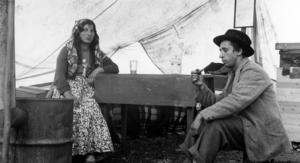 Ett romskt par i Vemdalen på 1930- eller 1940-talet. Personernas namn är okända och bilden en av mycket få bevarade bilder av romer i Jamtlis arkiv.