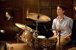Jazztrummisen Andrew Neyman ger upp sitt sociala liv för att försöka bli bäst på trummor.