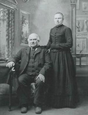 Daniel Carlsson och Brita Olsdotter. Britta föddes i Klubbäcken Lingbo och bosatte sig i Iowa i USA.