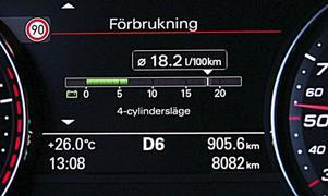 Den som lättar på gasen får via det här meddelandet på instrumentpanelen veta att V8-motorn har förvandlats till en V4-motor. Speciella motorfästen eliminerar vibrationerna och på förarplats märks ingenting.Foto: Rolf Gildenlöw/TT