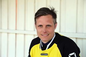 Spelande tränaren Anton Holmberg gjorde tre mål för sitt Riala mot Håbo på onsdagskvällen.