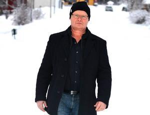 Roger Fjeldseth, eldsjäl i Mellansels IF och politiker, drabbades av en stroke på valnatten i fjol.
