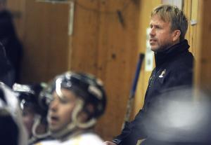 Alftas tränare Håkan Hellgren får fundera vidare på hur Alfta ska lyckas vinna på hemmaplan. Nu blev det förlust 39 mot Skedvi/Säter.