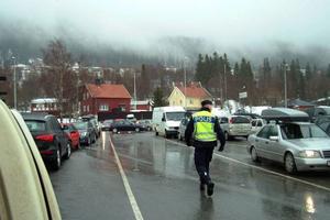 Trafikdirigering behövdes, särskilt vid Konsum och systemet i Åre där det tidvis var väldigt rörigt och svårt att komma fram. Foto: Elisabet Rydell-Janson