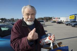 George Stoimenov, Norrtälje – Ja, jag vet vad jag ska rösta på. Det är inte samma som förra valet. Den viktigaste frågan är pensionerna, även lokalt. Det finns väldigt många fattiga och personer med dålig pension i Norrtälje kommun. Inget annat land sänker pensionerna. Jag känner inte igen Sverige.