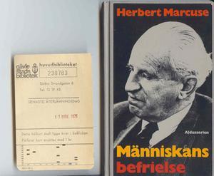 Senaste återlämningsdag: 11 nov 1971. Något försenad fick Gävle stadsbibliotek tillbaka Människans befrielse av Herbert Marcuse.