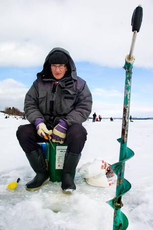 """Stig Perman brukar delta i pimpeltävlingar. I går var han med på Klimatpimpeln. """"Jag har fått ett par fiskar, men de är väldigt små"""", säger han."""