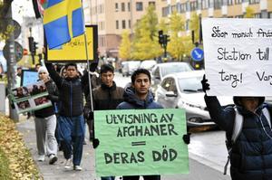 Nätverket #vistårinteut protesterar mot utvisningarna av unga människor till Afghanistan.