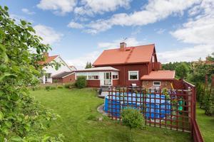 I Bergslagsbyn i Borlänge finns denna villa.