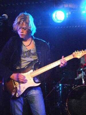 De största förebilderna för vokalisten och gitarristen Fredrik Strand Halland är Gary