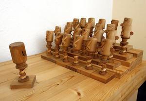Jättekören, gjord i trä och läder