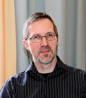 Tommy Larsson, bibliotekschef är nöjd över Hedemorabornas biblioteksvanor - fjolårets utlåningkurva pekar uppåt inom alla genrer.