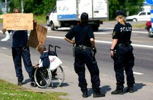 Abdirashi Adem Ibrahim tänker dra sin rullstolsburne son till Stockholm.