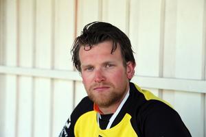 Lagkaptenen Fredrik Nilsson blev premiärmålskytt för Riala.